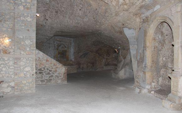 Interno della cripta di Santa Restituta
