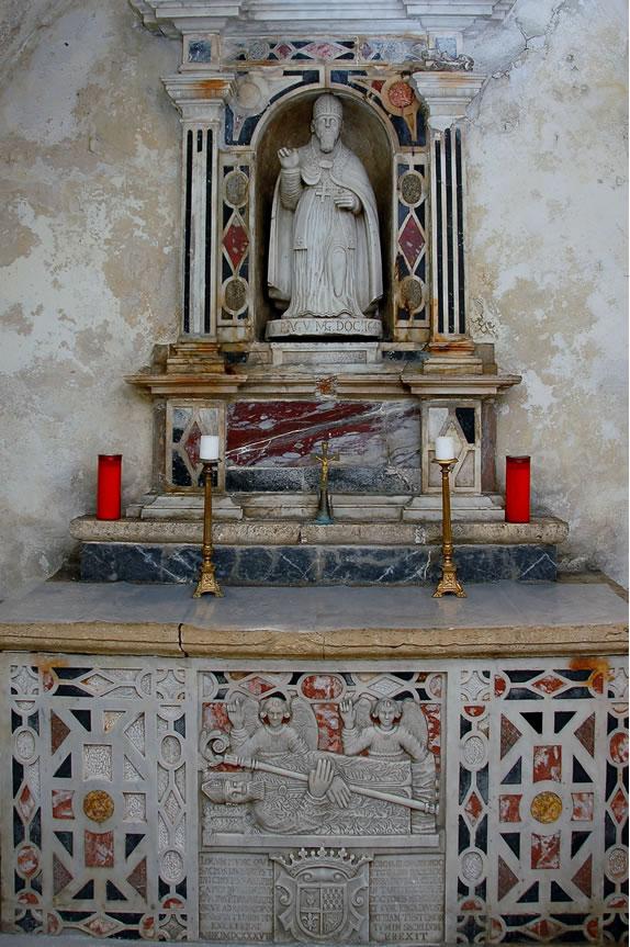 Altare della cripta di Sant'Agostino