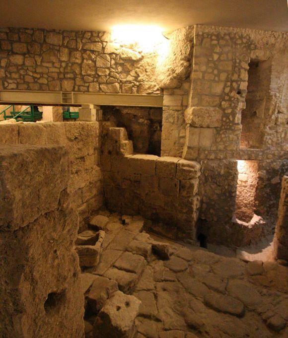 Sant'Eulalia - sito archeologico sotto la chiesa (foto Mario Lastretti)