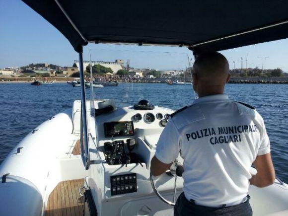 Polizia Municipale di Cagliari - servizio in gommone al Poetto